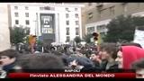 22/12/2010 - Ddl Università, lanci di vernice e uova contro sede provincia di Napoli