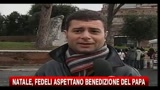 25/12/2010 - Natale, i fedeli aspettano la benedizione del papa