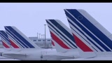 25/12/2010 - Neve a Parigi, 200 persone bloccate all'aeroporto Roissy
