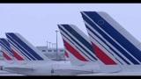 25/12/2010 - Neve a Parigi, 200 persone bloccate all'aeroporto Roissy