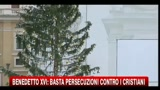 Benedetto XVI: basta persecuzioni contro i cristiani