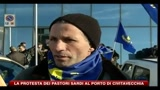 La protesta dei pastori sardi al porto di Civitavecchia