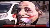 Arcore, il popolo Viola chiede le dimissioni di Berlusconi