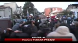 Scontri tra manifestanti e polizia davanti a Villa Berlusconi