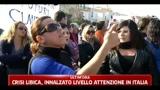 Sbarchi Lampedusa, gli isolani occupano il molo perchè gli immigrati vengano trasferiti