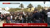 Emergenza immigrazione, l'arrivo di Berlusconi sull'isola