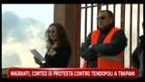 Migranti, corteo di protesta contro tendopoli a Trapani