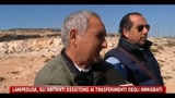 03/04/2011 - Lampedusa, gli abitanti assistono ai trasferimenti degli immigrati
