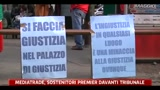 04/04/2011 - Mediatrade, i sostenitori del premieri davanti al tribunale