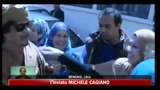 Tv libica mostra Gheddafi mentre visita scuola