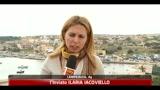 Incendio in centro d' accoglienza a Lampedusa, migranti in fuga