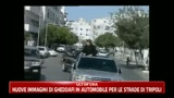 Nuove immagini di Gheddafi in automobile per le strade di Tripoli