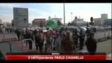 23/04/2011 - Napoli, Pasqua tra i rifiuti e con i teppisti che bruciano i camion