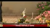 25/04/2011 - Lampedusa, fiori sulle tombe senza nome