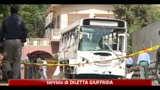 26/04/2011 - Pakistan, attentati contro bus della Marina, almeno 4 morti e 60 feriti