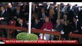 Wojtyla Beato, Berlusconi in preghiera o pisolino?
