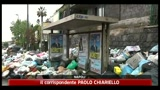 Napoli, tra i rifiuti anche la festa del 1 maggio