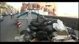 Napoli muore sotto 2mila tonnellate di rifiuti