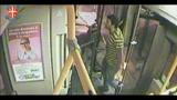 Milano, armato di pistola tenta di disrottare un bus: arrestato