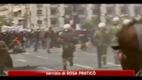 11/05/2011 - Grecia, sciopero generale: scontri tra manifestanti e polizia