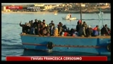 13/05/2011 - Approdato un barcone a Lampedusa, altri cinque avvistati al largo