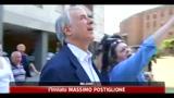 21/05/2011 - Milano, Pisapia con lo staff sventa furto d'auto