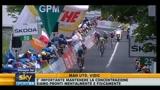 27/05/2011 - Di nuovo paura al Giro, brutta caduta per Lewis