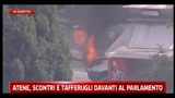 Atene, scontri e tafferugli davanti al Parlamento