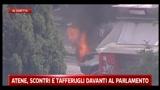 Atene, scontri e tafferugli davanti al Parlamento