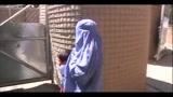 Herat, i controlli su donne e bambini afgani a Camp Arena