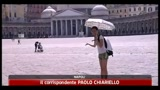 15/08/2011 - Folla di turisti a Napoli, strade libere dai rifiuti