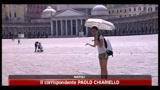 Folla di turisti a Napoli, strade libere dai rifiuti