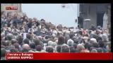 Bologna, oltre 10mila persone per i funerali di Lucio Dalla
