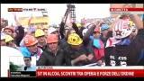 Sit In Alcoa, scontri tra operai e forze dell'ordine