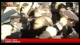 MPS, Mussari dai PM, accolto da insulti e lancio di monete