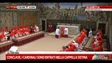 Conclave, il cardinale decano legge il giuramento