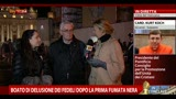 Fedeli in Piazza San Pietro, prima fumata nera