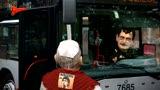 Gli Sgommati, Alemanno dà il benvenuto al nuovo Papa