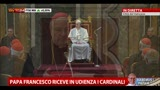 15/03/2013 - Il Papa ringrazia il cardinale e quasi inciampa