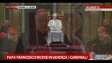 15/03/2013 - Il Papa ringrazia il cardinale e quasi inciampa