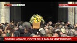 02/04/2013 - Funerali Jannacci, l'uscita della bara da Sant'Ambrogio