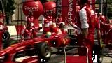 La Ferrari sfreccia per le vie di Varsavia
