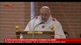 Il Papa visita parrocchia romana e scherza sul derby