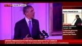 Obama imbarazzato per macchia rossetto su camicia
