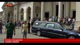 Ragazza investita nel milanese, folla ai funerali