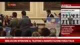 29/09/2013 - Berlusconi parla al telefono a manifestazione Forza Italia