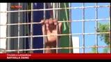 21/10/2013 - Lampedusa, i profughi eritrei pregano per le vittime
