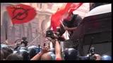 31/10/2013 - Roma, scontri in corteo: assaltato un blindato