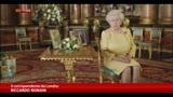 25/12/2013 - Gli auguri della regina sono per i poveri e baby George