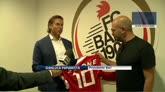31/07/2014 - Bari, la maglia numero 10 a... Checco Zalone